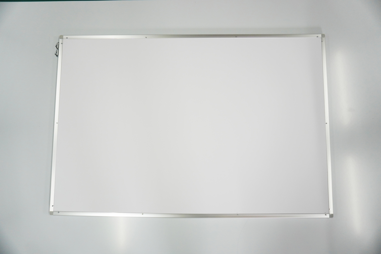 【お客様ご来店ボード】自動車会社様のオリジナルデザインのアルミフレーム付きホワイトボードです。ご希望のサイズ、デザインで製作致します。
